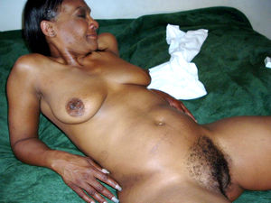 mature hairy spread pussy