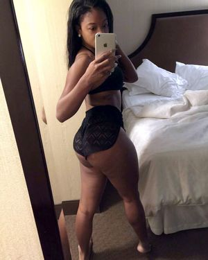 naked black girl selfies