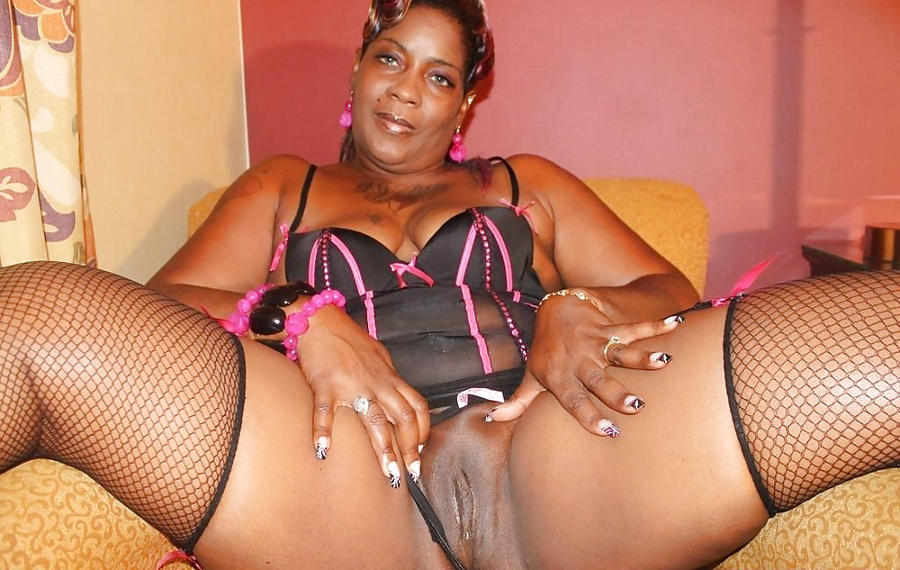 Ebony Mature Slut
