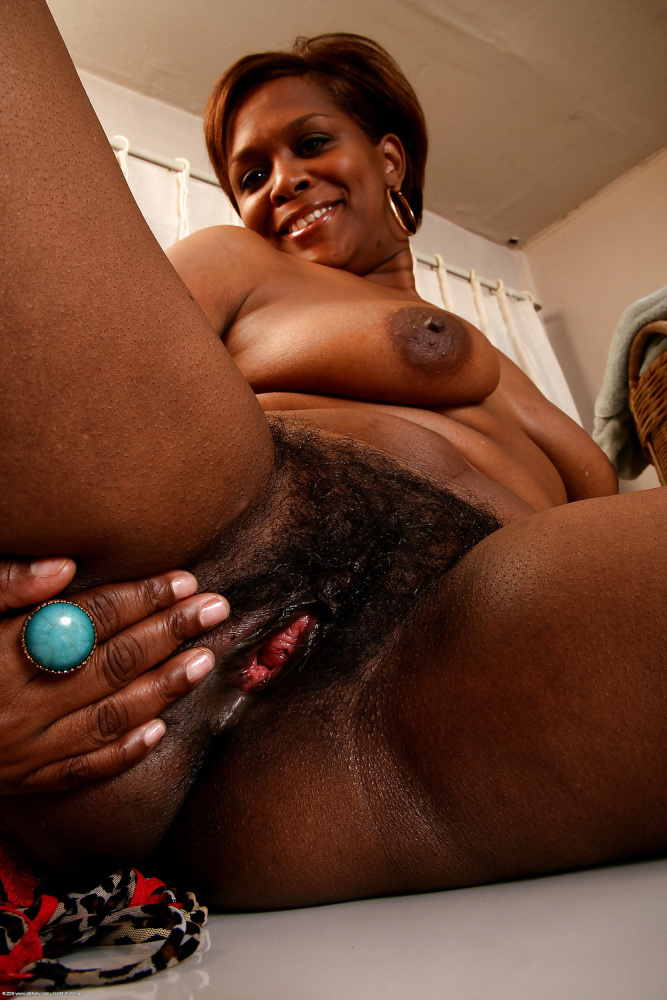 Mature African Black Vagina Spreading Nude Girls Pictures
