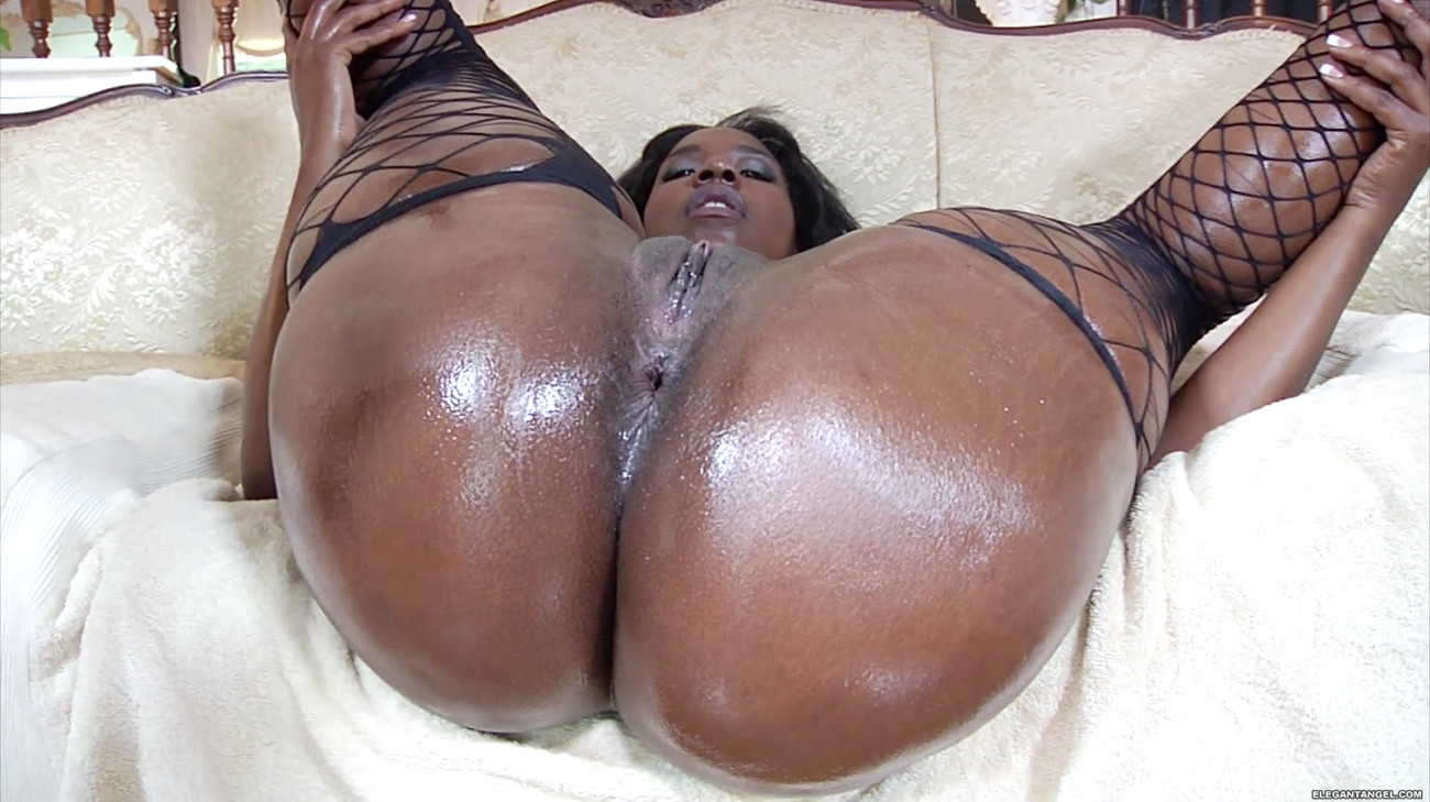 Big ass black babe hard pussy play and squirt