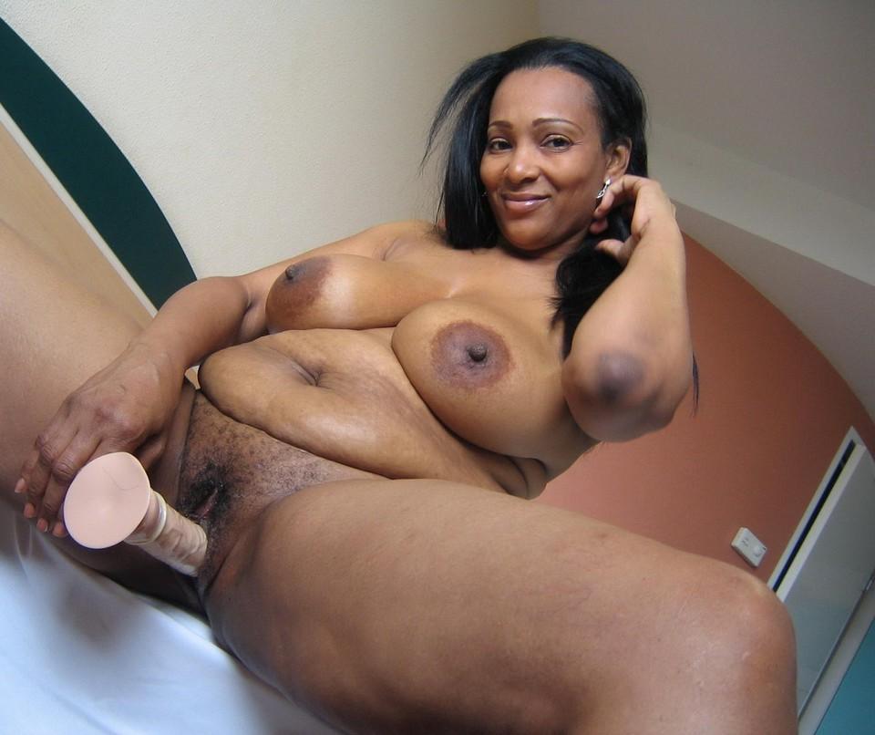 Hot black milf naked