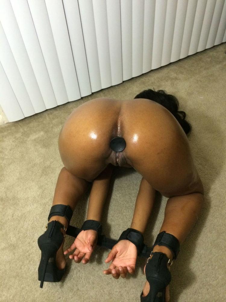 InstantFap - She's warming up
